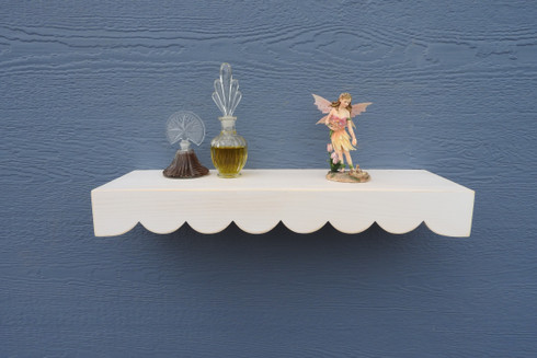 "Scallop Floating Shelf 24"" White Paint"