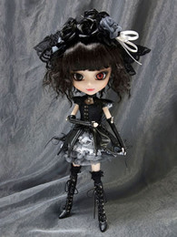 P-030 Pullip Gothic Lolita Yuki-chan (Red Eye Version) - DENTED BOX