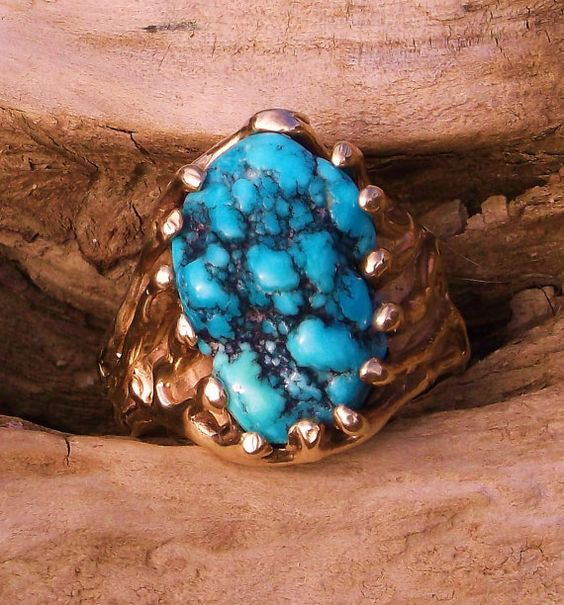14k gold ring with high grade Kingman Turquoise from Arizona, USA