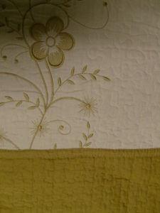 3 Pcs 100% Cotton Queen QUILT / BEDSPREAD Beige & Gold