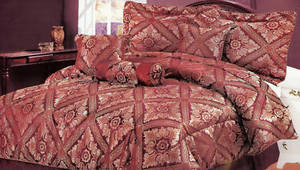 QUEEN Bed in a Bag 7pc. Comforter Bedding Set -Burgundy