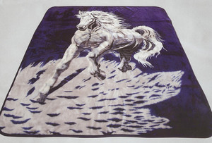 QUEEN Korean Design White Horse Plush Raschel Blanket