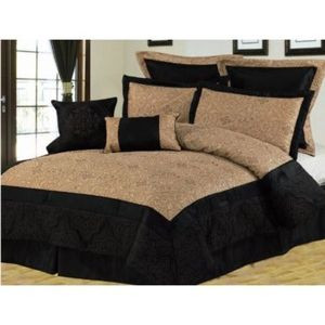 Queen size Bed in a Bag 8 pc. Comforter / Bed / Bedding Set Black & Gold colors