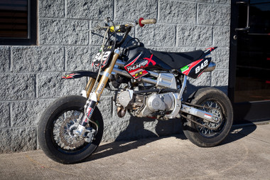 2013 Custom Super Moto Pit Bike modified by Marcos Ambrose Motorsport and Andrews Motorsports. This bike has a 187cc Thumper X engine, high compression electric start, Performance Shox suspension, custom stainless steel exhaust, Kehin 28mm carburetor and soft compound race tires. This bike has a mixture of components on it including Braap, Piranha, and YCF.