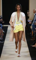 Leonard Paris Spring Summer 2018 Ready To Wear Look 9