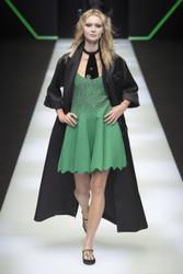 Emporio Armani Fall / Winter 2018 Ready To Wear Look 12