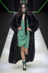 Emporio Armani Fall / Winter 2018 Ready To Wear Look 4