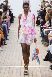 Leonard Paris Spring / Summer 2019 Ready To Wear Look 17