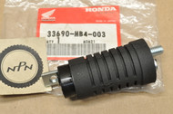 NOS Honda 1989-90 GB500 1983-86 VF1100 C Magna Rear Turn Signal Stay Mount 33690-MB4-003