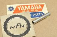 NOS Yamaha DT100 DT125 DT175 DT250 DT400 RD125 RD200 RS100 XT500 Head Light Screw Collar 438-84133-60