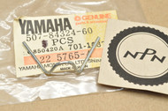 NOS Yamaha DT100 DT125 DT175 DT250 DT400 RD125 RD200 RD400 XS400 XT500 Reflector Spring 507-84324-60