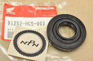 NOS Honda TRX300 Fourtrax Front Drive Gear Case Cover Oil Seal 91252-HC5-003