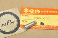 NOS Suzuki GT750 LS650 LT230 LT300 RM100 RM500 SP500 SP600 T500 TC250 TC350 TM100 TS250 VS700 Pin 09200-05001