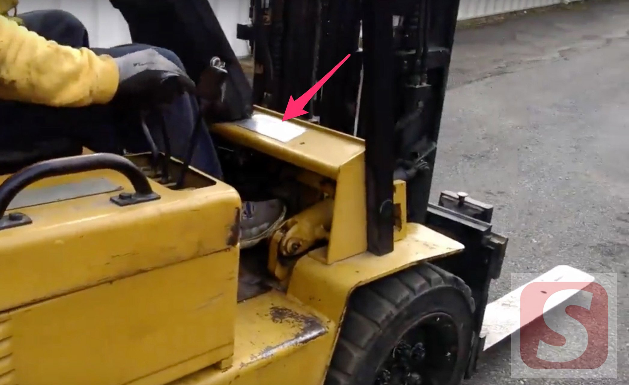 Where to find Caterpillar Forklift's Serial Number - sourcefy
