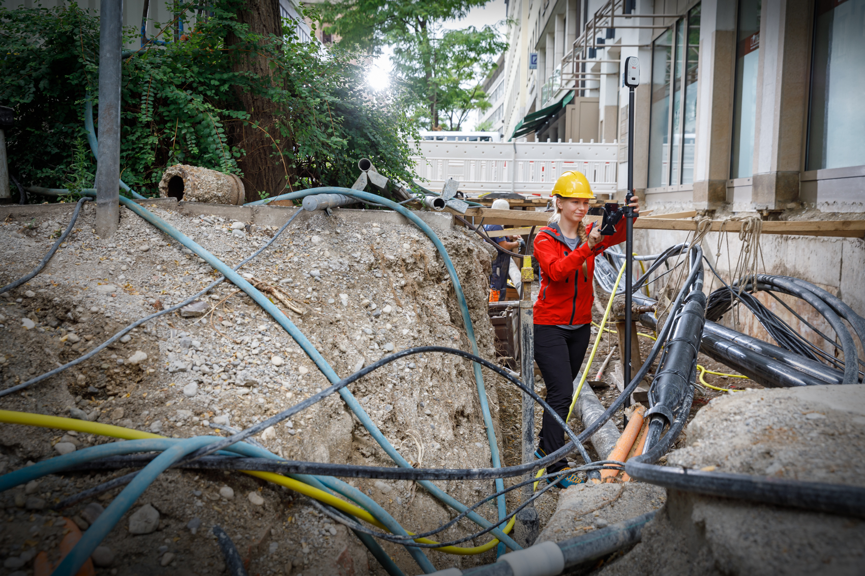 -l1a1464leica-zeno-flx100-cables-pole-phone-72-dpi-rgb.jpg