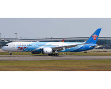 JC Wings ​CHINA SOUTHERN B787-9 (787th BOEING 787, Flaps Down) LH4CSN153A 1:400