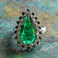 Victorian Style Ring Emerald and Clear Swarovski Crystal 18k White Gold Electroplated Cocktail Ring