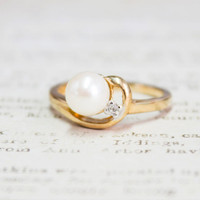 Vintage Cultured Pearl 18k Gold Plated Ring set with Clear Swarovski Crystal Accent Made in USA