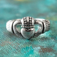 Handcrafted Vintage Antiqued 18k White Gold Electroplated Irish Claddagh Ring Made in USA