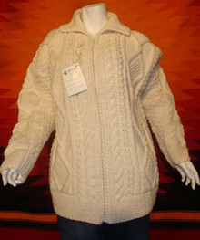 Hand-knitted wool sweater, zipped.