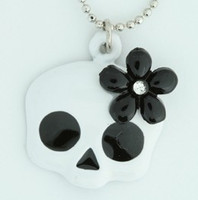 Skull flower white-black skull necklace