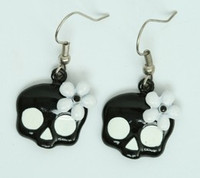 Flower Bl-Wh skull pendant