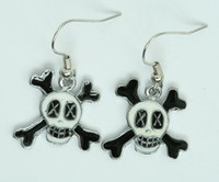 Cross eye white-black skull pendant