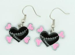 Heart bone black-pink sweet pendant