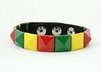 Rasta studs medium stud