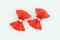C bow plain red colorful stud