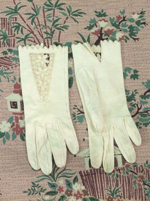 Delicate cut work kid gloves