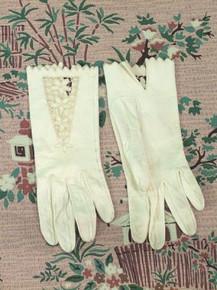 Delicate cut work kid gloves