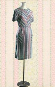 1960s short-sleeve vee-print dress