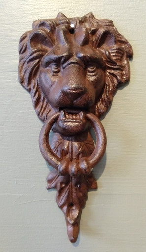 Medium cast iron lion door knocker ~ rust