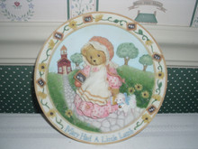 CHERISHED TEDDIES NURSERY RHYME PLATE- MARY HAD A LITTLE LAMB