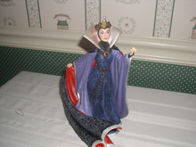 DISNEY SHOWCASE-COUTURE DE FORCE- FIGURINE-EVIL QUEEN FROM SNOW WHITE-NEW IN BOX
