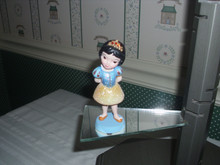 DISNEY SHOWCASE GROWING UP FIGURINE- SNOW WHITE-NEW IN BOX