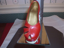 1998 JUST THE RIGHT SHOE FIGURINE- RAVISHING RED- EXCELLENT CONDITION-ORIGINAL BOX/COA