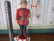 2020-JIM SHORE CANADIAN MOUNTIES NUTCRACKER-NEW IN BOX