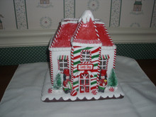 KURT ADLER 2020- BATTERY OPERATED LED GINGERBREAD HOUSE-CANDY SHOP-NEW