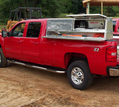 Slant Front Diamond Plate Aluminum Brute Topsider With Compartments Truck Tool Box is designed to look professional when installed on your truck
