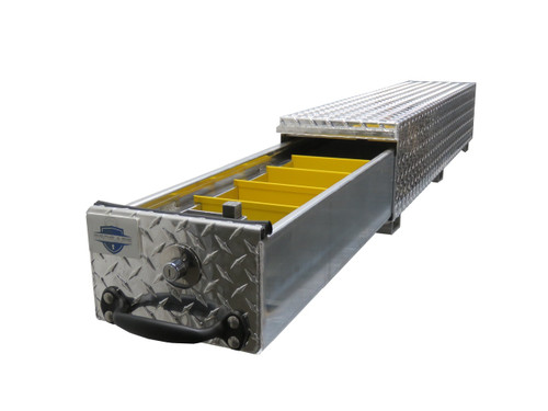 Brute BedSafe Mini Heavy Duty Roller Drawer Tool Box has a 2.63 cu. ft. capacity and comes with one compartment and 4 adjustable metal dividers.