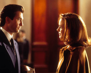 Dylan McDermott & Elizabeth Perkins in Miracle on 34th Street (1994) Poster and Photo