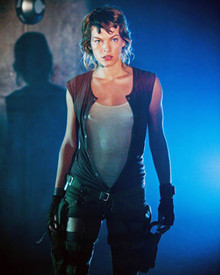 Milla Jovovich in Resident Evil: Extinction Poster and Photo