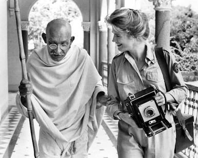 Ben Kingsley & Candice Bergen in Gandhi Poster and Photo