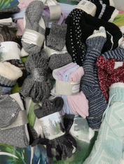39pc Slippers & SOCKS #15413B (o-5-3)