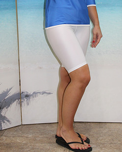 Style 2618S knee length short in white