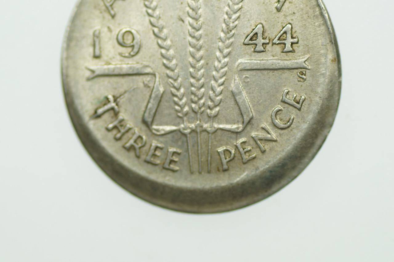 1944 S Threepence Error Mis-Strike in Almost Extremely Fine Condition