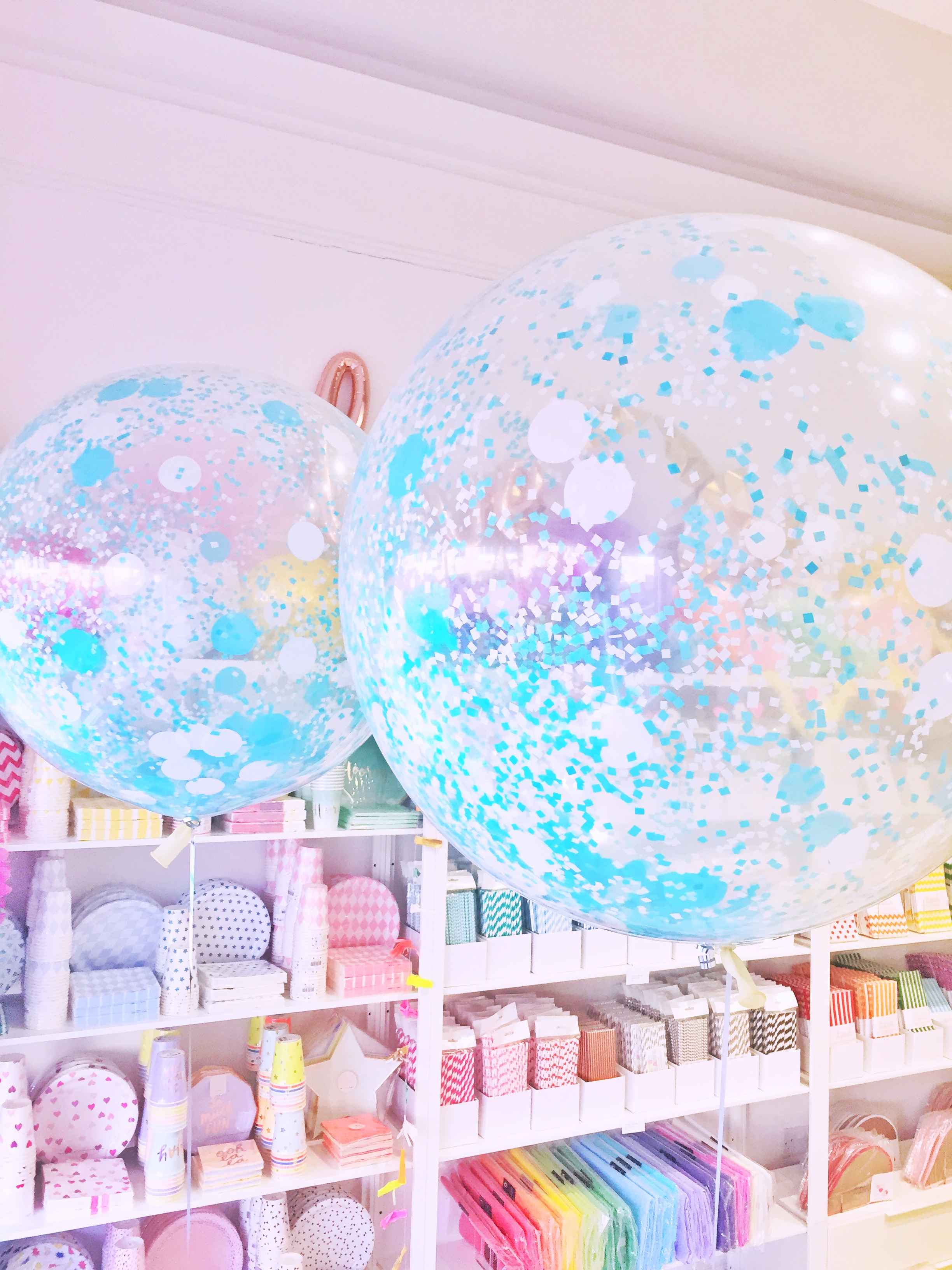 blue-confetti-giant-balloons.jpg