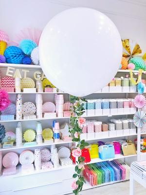 giant-white-wedding-balloon-with-silk-rose-balloon-tail.jpg
